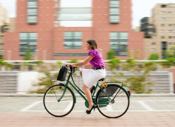 donna-in-bici
